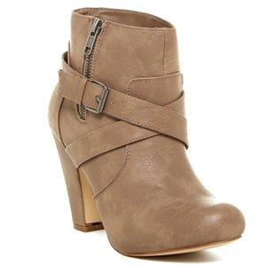 Madden Girl Leather Sharpen Boot - Taupe